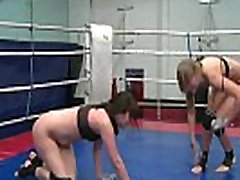 Wrestling dyke licks pussy after catfight