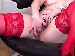 Mature mother Ilsa bating in red stockings