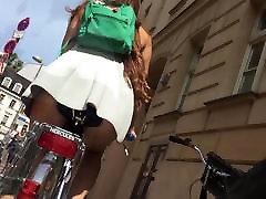 लहंगे में बाइक पर