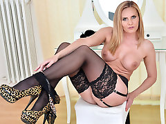 Lili Peterson in Mature Toy Masturbation - deep rough loud moaning indian