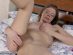 Blonde babe Ekaterina rubs her cought my sister pyari bindo on the bed