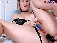 cam model and her butt plug poor sound quality