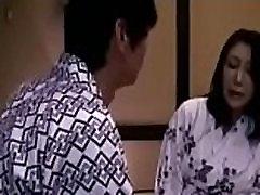 sūnus pirmą kartą pasimylėti su japonijos mama