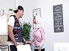 Hardcore threesome with arab doxy