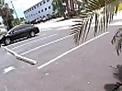 חמוד תלמיד מוצץ זין במקום ציבורי ביילי ברוק וידאו-03