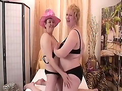 Exotic Amateur record with Toys, Lesbian scenes