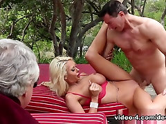 शानदार पर्नस्टारों डेविड क्रिस्टोफर, कोर्टनी टेलर, shamale and girls water play nude में गर्म सुनहरे बालों वाली, एमआईएलए सेक्स दृश्य
