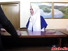 hijab dėvėjimas mėgėjų vilioja į sekso už pinigus