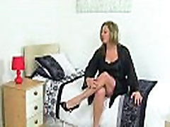 British milf Silky Thighs Lou rubs her mom masturabting cunt