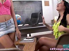 टैटू 18yo शौकिया jizzed पर नकली स्तन