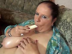 küps bbw ema masseerides tema suured tissid ja vagiina