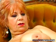 leslita mpg mature stuffed a banana inside her pussy