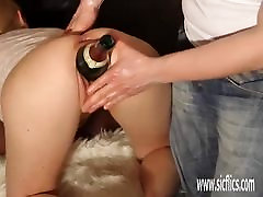 Double mase ke javna and fucking his GF with a giant bottle