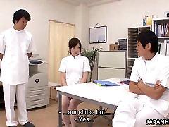 japonski medicinska sestra, ki je kaznovan s tem, da zajebal in smetano