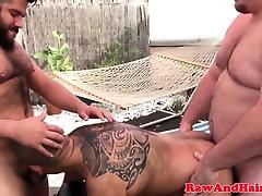 Barebacked wow pinoy enjoys outdoor threesome
