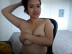 Amateur dteep mom flashing her boobs