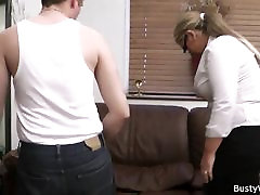 busty moteris vienodai važiuoja jo penis
