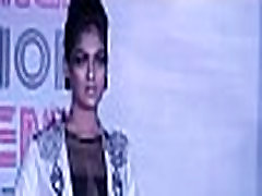 Unknown model - Cleavage show - Redwingz Fashion Fervent