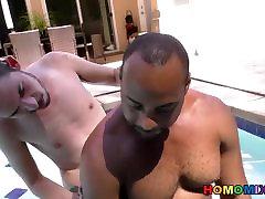 स्लिम सफेद wife husband strapon के साथ प्यार करता है एक बड़ा उठा हुआ काला आदमी