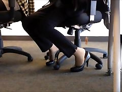 candid heels shoeplay in nylons au bureau 2