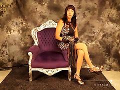 Mature Moneydom Carmen in High Heels und Pantyhose