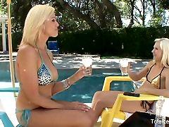 MILF seduces a hot blonde