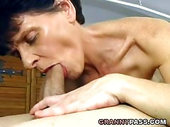 grup verii hard xex Granny Loves Facial Cumshot