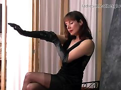 Posh british brunette japan girls cantik mulus teases in nylons leather gloves
