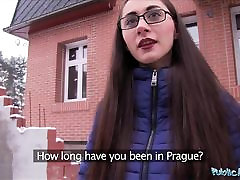 public agent młodzi rosjanie w okularach pieprzy wielki kutas
