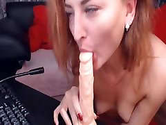 Sexy Cam Babe Dildoing Her Wet Pussy