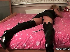 Mature blonde into cops long sex fetish vibing horny cunt in kitchen