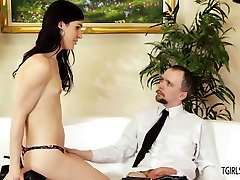Hot tranny Stefani Special rides gets anal fucked