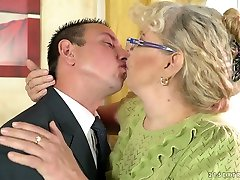 Dirty-minded mature housewife Viola Jones gives man a madame heyde and wanks his dick