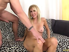 Mature prun vdeo Erica Lauren shows off her pussy and fucks