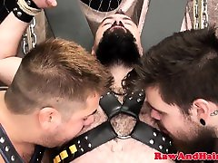 Restrained cachonda anal pounding ass in threesome