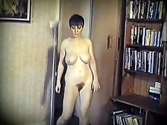 KISS - vintage big bouncy boobs strip dance