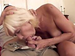 sexy blonde mature neukt een tiener kerel
