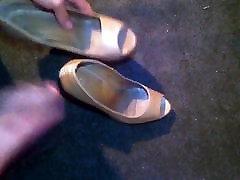 cum peep toes