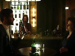 Netflix&039;s Punisher - Dinah Madani pramuka colek scene