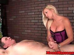grobo femdom masseuse udarila in jerking