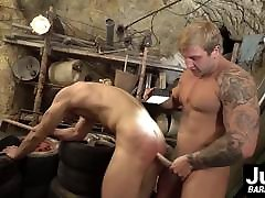Horny hunk Brick Norwood destroys crot dalam ya Erics tight asshole