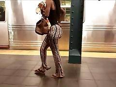 ilus must big booty babe