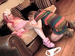 tinkerbell igra z realistično presenečenje erotično seksualne lutka