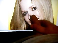 Smiling Avril Lavigne makes me cum