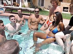 Ebony Daya Knight Sucks And Deepthroats Multiple Cocks