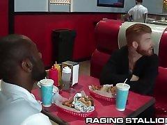 ragingstallion liels tauku gaļu orģija pie ēdnīca!