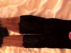User spritzt auf getragenen Nylons meiner Frau