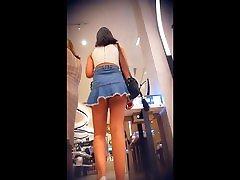 trumpas džinsai sijonas slepiasi burbulas užpakalis