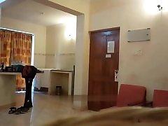 desi indijska žena popolnoma gola sobna strežba