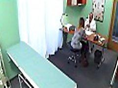 vroče zdravnik cums znotraj ponaredek bolnišnici